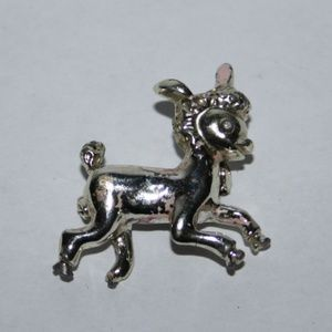 Beautiful silver vintage lamb brooch